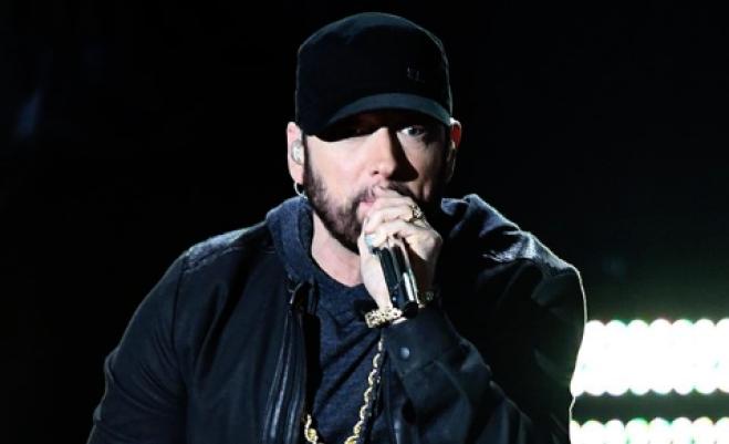 Eminem si esibisce 'perdendosi' agli Oscar e le persone sono confuse