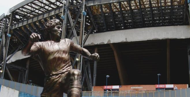 Napoli vuole ricordare Maradona con una statua e una piazza a suo nome