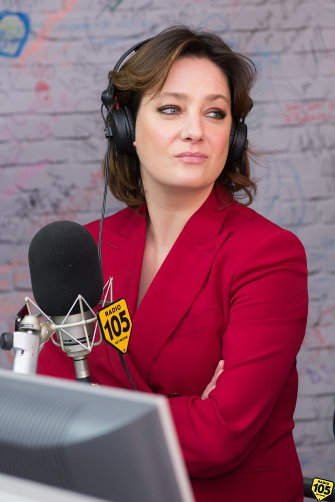 Il Cast Di Napoli Velata A 105 Mi Casa Le Foto Foto 1 Di 10 Radio 105