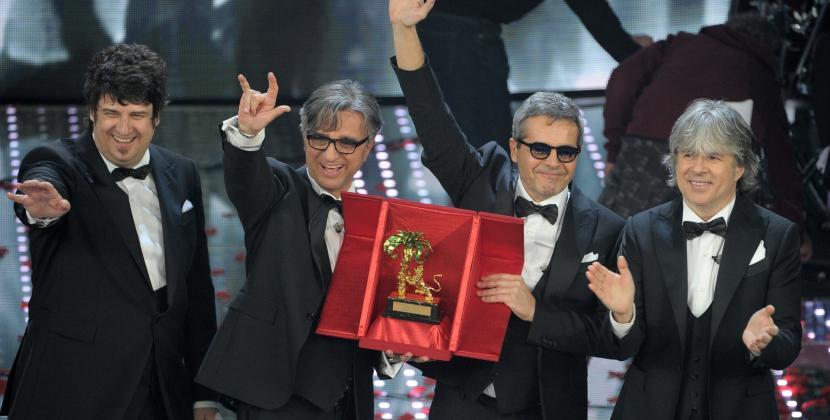 """Sanremo 2016: vincono gli Stadio. E Vasco posta """"Evvivaaaa!!!"""" su Facebook!"""