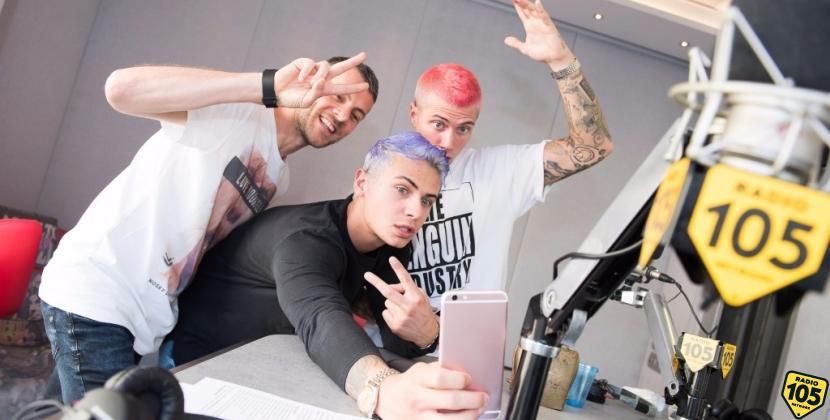 Ecco Fede con i capelli blu! Le foto dell'intervista di Benji & Fede a 105 Mi Casa
