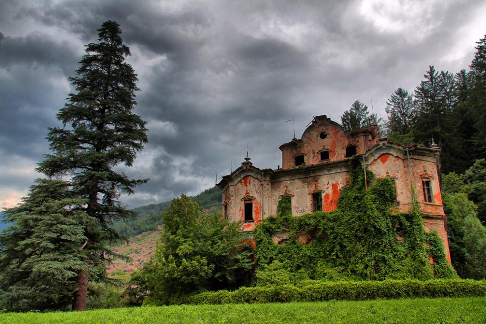 Le 5 case pi infestate d 39 italia foto 1 di 5 radio 105 for Vecchi piani di casa artigiano