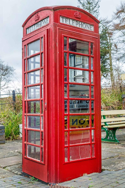 one direction: all'asta la cabina telefonica sulla copertina di ... - Cabina Telefonica