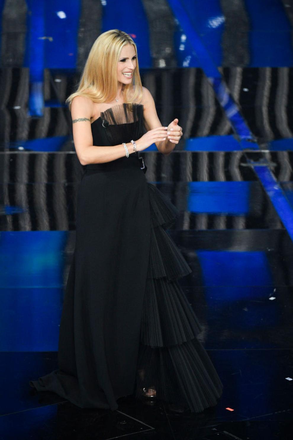 Michelle Hunziker a Sanremo indossa quattro abiti di Alberta