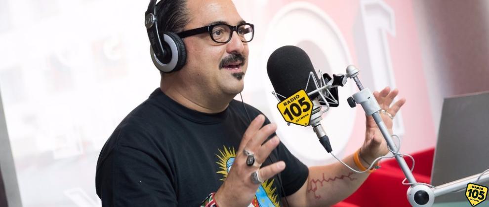 """Roy Paci a 105 Mi Casa per parlare del nuovo singolo """"Tira"""": guarda le foto dell'intervista!"""