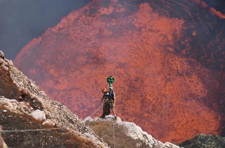Google Maps senza limiti: ha esplorato l'interno di un vulcano attivo